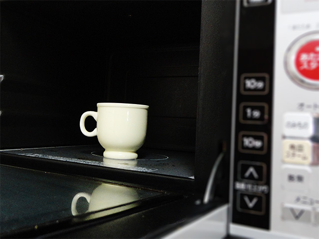 cup in the microwave oven