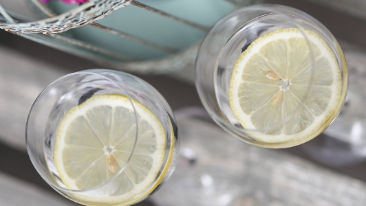 Two glasses with with water and lemon.