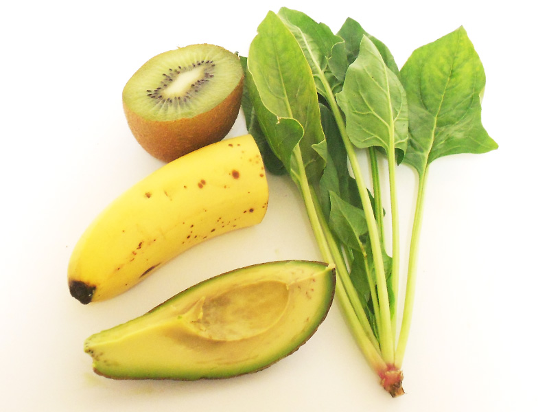 avocado bannana kiwi spinach fruit smoothie ingredients