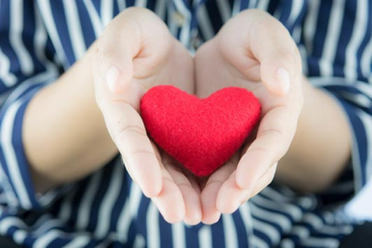 woman giving heart to boyfriend