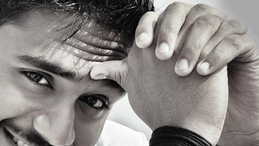 Guy holding hia thumb against his forehead