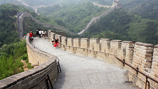 The great wall and tourists walking on it