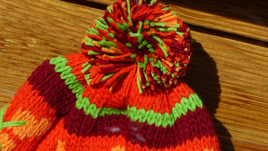 simple winter hat, looking very similar to cupcake hat
